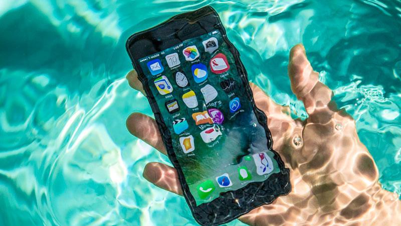 iPhone 7 попал в воду