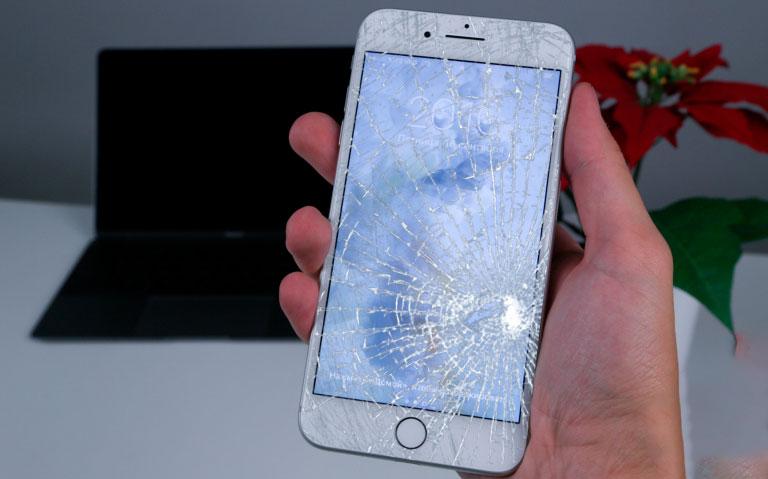 Разбито просто стекло на Айфон 7+