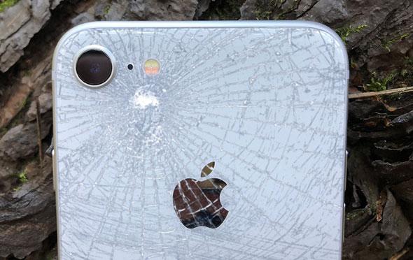 Разбитая задняя крышка / стекло iPhone 8